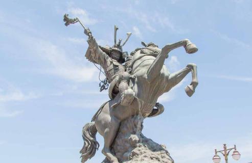 島津義弘騎馬像
